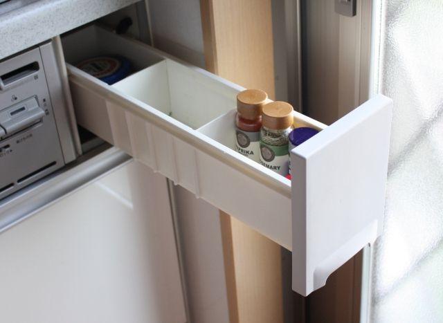 コンロ横の引き出しは使いません 一歩も動かず取り出せる調味料収納のベスポジとは 片づけ収納ドットコム 調味料 収納 収納 ほうき収納
