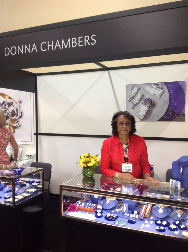 Donna Chambers exhitor at 2014 JCK Las Vegas Jewelry Show.  Three days down & one to go.  I'm feelin like a winner..
