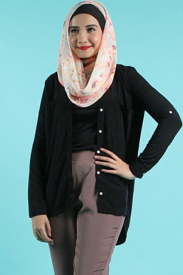 Busana muslim koleksi dari Zaskia Sungkar