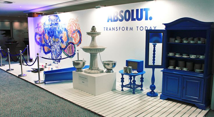 The latest brand colloaboration is one that was set in blue, Absolut blue to be exact. This years Venuez Awards got a special flavour with the live creation of the Dare Devil award. I had the honor to design one of the Venuez awards live on the spot. This large piece of art was set in a alice in wonderland style complete with a cocktail fountain and pretty girls who served them to the guests.