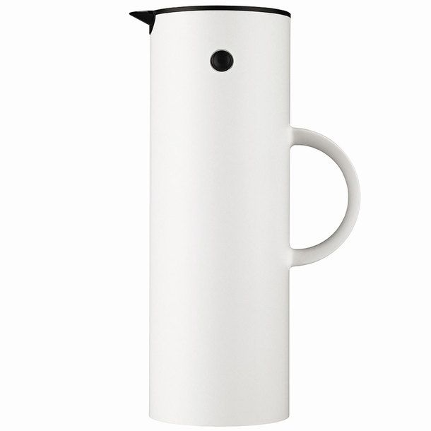 Erik Magnussen's friendly Original Vacuum Jug is one of Stelton's best-selling designs ever. A glass filter inside keeps drinks piping hot or ice cold for more than an hour. Besides its rocker stopper, which automatically opens when in the pour position and closes when upright, its cap screws on so you can take your drink on the go. How about that? Beautiful and convenient.