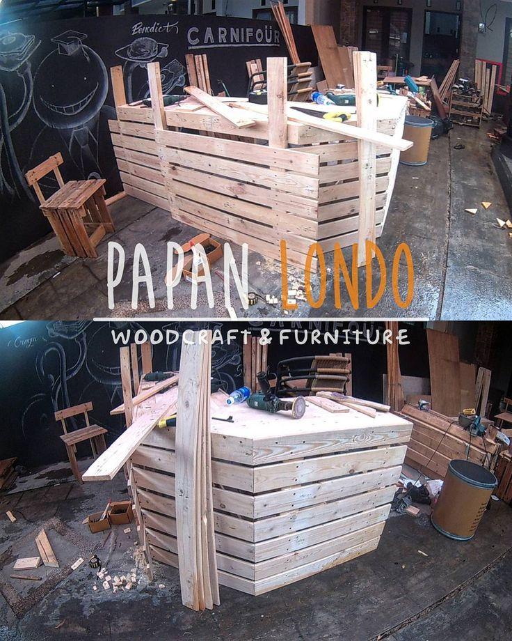 Work In Progress. Meja bar keren buat @carnifour.id nih.  PAPANLONDO woodcraft & furniture Terima custom order kerajinan kayu dan furniture dari kayu pinus jatilondo.  Minat order atau mau nanya produk kami?  081333181815 (Whatsapp)  5AFF5F2E (BBM)  eza324 (line)  #WIP #workinprogress #woodwork #woodcraft #woodcrafting #furniture #palletwood #palletfurniture #pinewood #jatibelanda #jatilondo #kayupallet #kerajinankayu #kreasikayu #souvenirkayu #kayupinus #mejapallet #kursipallet #mejataman…