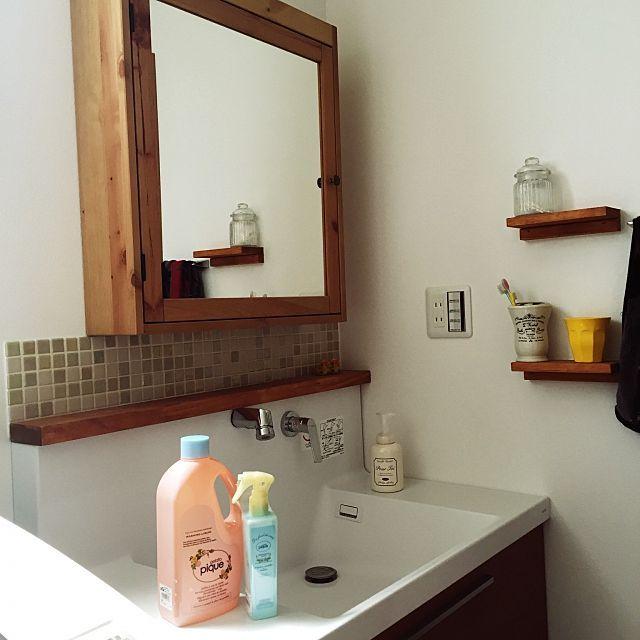 女性で、の造作棚/洗面台/IKEA/名古屋モザイクタイル/ジェラートピケ/洗濯洗剤ボトル…などについてのインテリア実例を紹介。(この写真は 2016-06-14 12:25:10 に共有されました)