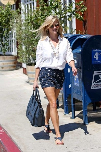 Reese Witherspoon - Reese Witherspoon Spends the Day with Her Kids