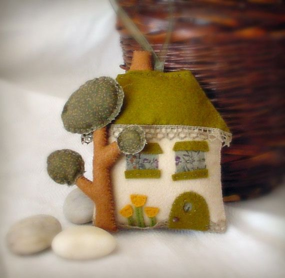 a little house and tree and stuff...that is SO Kaari. especially the olive/creme/mustard color scheme. amazing.