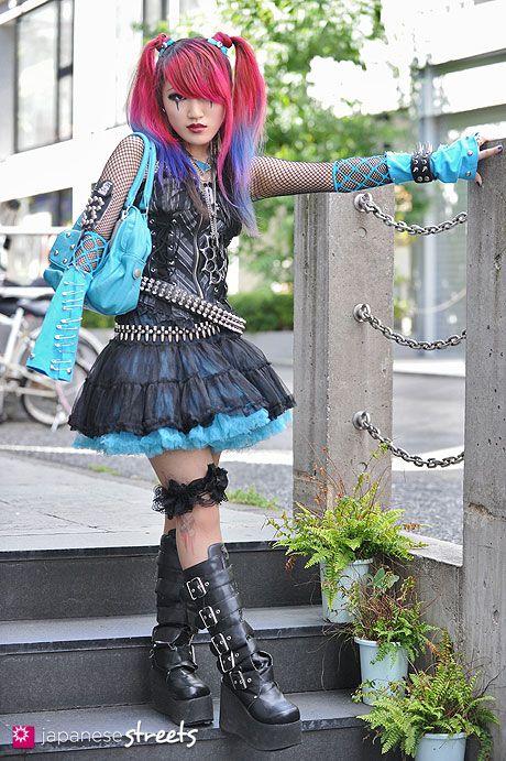 120819-1821 - Japanese street fashion in Harajuku, Tokyo (Ozzcroce, G2, Sword Fish, Demonia)