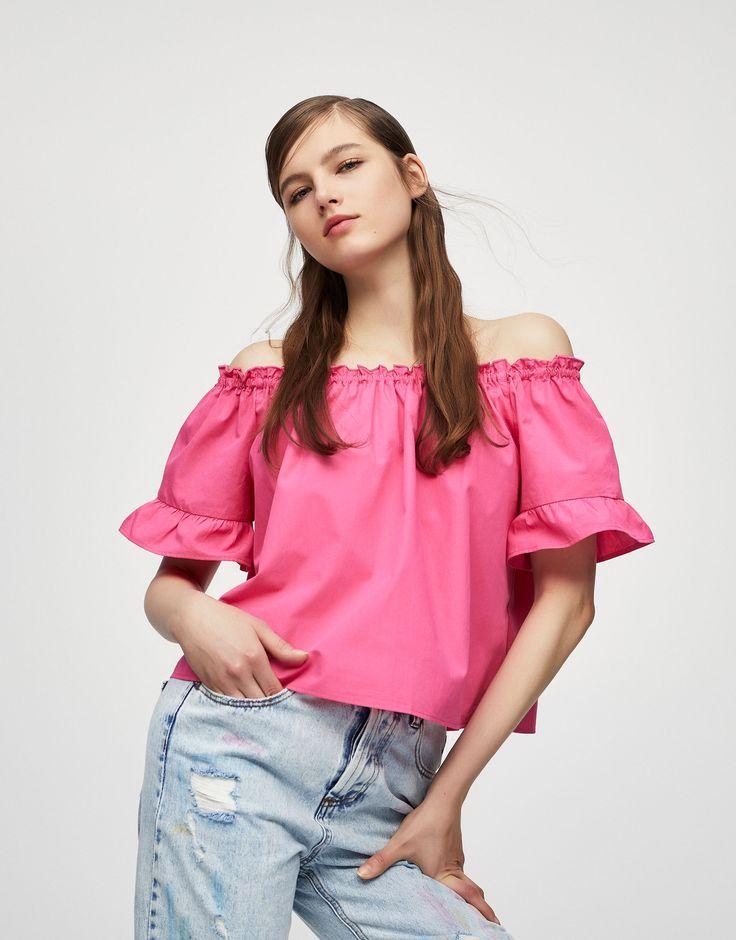 Top met volant mouw en elastische halslijn - Blouses en hemden - Kleding - Dames - PULL&BEAR Netherlands