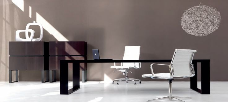 LOOP executive desk by IVM & FORMA executive chairs by TCC
