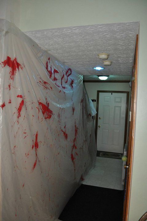 The Party Hostess: Scary Blood-Spatter Halloween Decoration. For our next party @Megan Meade
