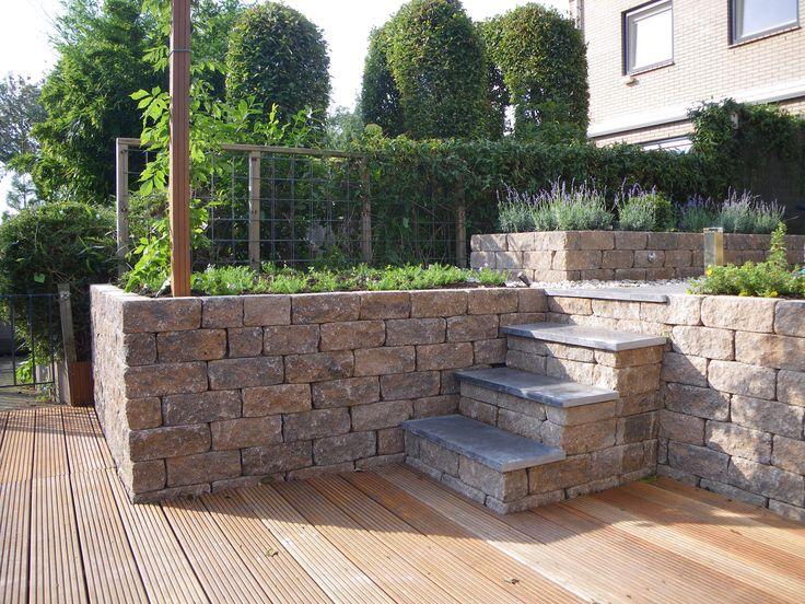 aanleg tuin met trap en vlonderplanken