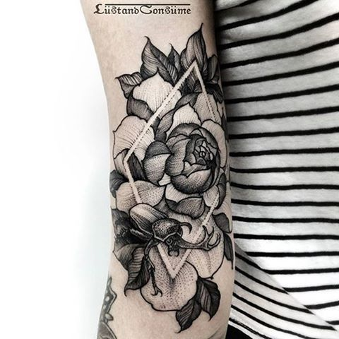 Love this floral work with geometric designs in negative space.