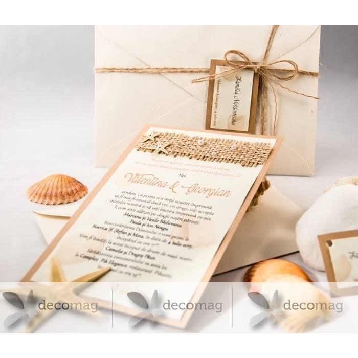 Dacă v-ați ales o tematică marină pentru ziua nunții atunci și invitațiile trebuie să poarte parfumul mării. Le găsiți la Decomag: http://ift.tt/2oGdjG7