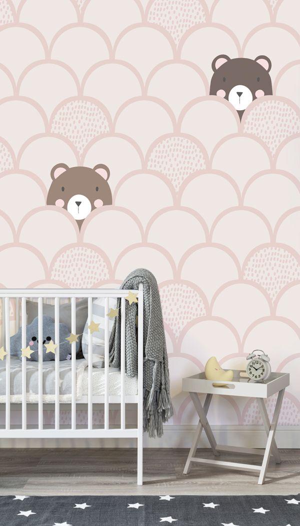 Verwandeln Sie jede Kinderzimmer in einen Beruhigungsraum durch die Kinder-Creme Pop Up Bären Wallpaper Mural hinzufügen. Ein Team von Inhouse-Designer entworfen sorgfältig diese süße Wandbild von kleinen braunen Bären gegen einen Pastellsahnehintergrund platzieren. Dank dieser entzückenden Tapete, die Kleinen werden süße Träume für viele Jahre genießen zu kommen. #TapetenWandbilder #wallmurals #Innenarchitektur #Dekor #accentwall #Inspiration #Kinder #Kinder-Schlafzimmer