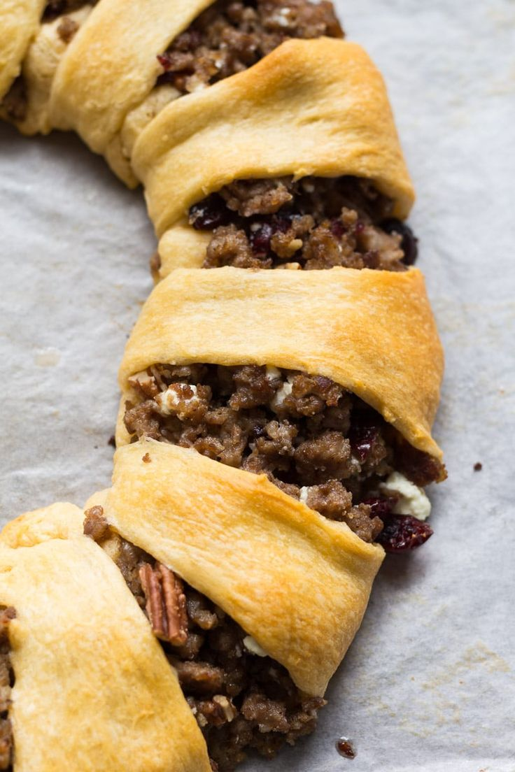Crescent roll ring stuffed with crumbled pork sausage, cranberries, pecans, and goat cheese. A perfect appetizer or party platter! via @recipeforperfec #ad #clubtysontwist @SamsClub