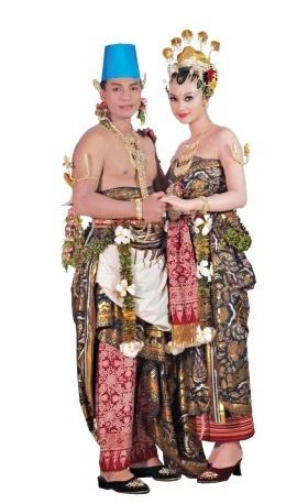 Yogyakarta - Corak Paes Ageng. From the book: Tata Rias Pengantin Yogyakarta Corak Paes Ageng by Tienuk Rifki and Ade Aprilia (http://gramediapustakautama.com/buku-detail/85498/Tata-Rias-Pengantin-Yogyakarta:-Corak-Paes-Ageng) - Traditional Indonesian Wedding Dresses.