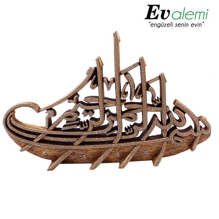 Fetih 1453 gemilerinden esinlenerek tasarlanmış swarovski taşlarla süslenmiş şık bir dekor Ürün için : http://www.evalemi.com/U935,53,cizgi-fetih-1453-besmele-altin-dekor-dekoratif-obje.htm