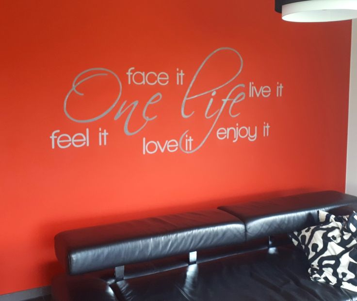 25 beste idee n over woonkamer rood op pinterest rode sofa decor roodkleurige pallets en - Meubilair tv rode ...