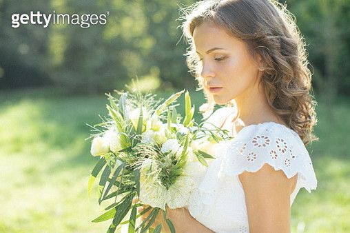 Beautiful young girl holding a bouquet - gettyimageskorea