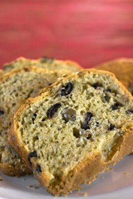 Receita de Pão Rústico de Azeitona. Fácil e rápido de fazer, o pão rústico de azeitona é ótimo para a hora do lanche. Experimente!