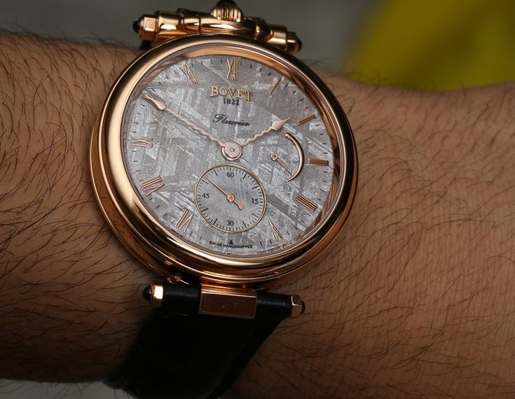 With silver meteorite dial aBlogtoWatch reviews the Bovet Amadeo Fleurier 43 watch ref. AF43029 with a transforming case.