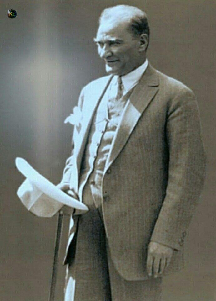 Biz sana Atatürk demişiz,Türk'ün atası,Varmı bundan ötesi,Bundan yücesi,Cihan'ı titreten Türk'ün atası, Enkahraman ordunun, Enyüce komutanı, Nemutlu bize, NemutluTürk'e Çok şükür Allah'a, Senin gibi birini, Yolladı bu millete.