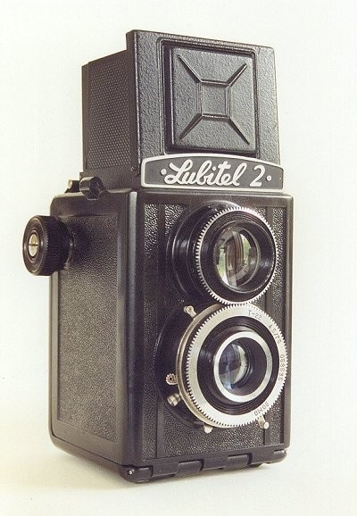 Gomz Lubitel 2   60x60mm 3 element (coated) T22, 75mm F4.5 (opname), 60mm F2.8 (zoeker). ZT-5 or ZT-8 1955-1980  058535  The first Lubitel (1949-1956) and this Lubitel 2 were a copy of the Voigtländer Brillant.