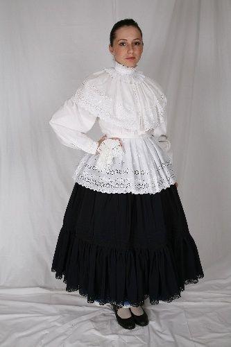 Dél-alföldi viselet darabjai: vizitke nyakfodorral, kötény nehézselyembol, szoknya vászonból, 3 db alsószoknya, keszkeno