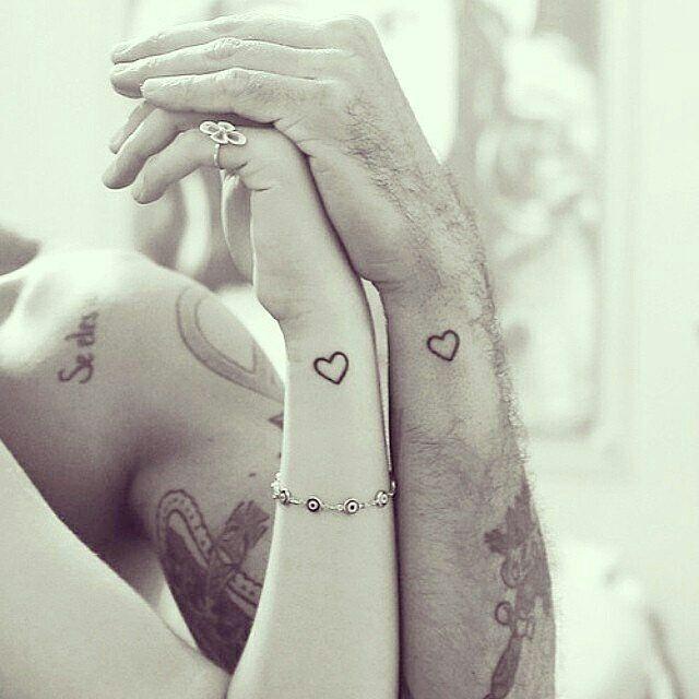 son dos corazones de pareja uno en la mujer otro en el hombre lo cual nos da un significado de amor