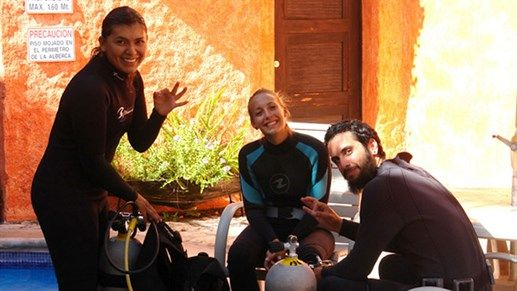 Getting the gear redy for scuba diving class! #diving #Mexico #Happy #people