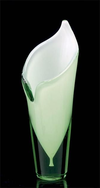 Calla vase. Designed by Gunnel Nyman for Riihimäen Lasi in 1946.