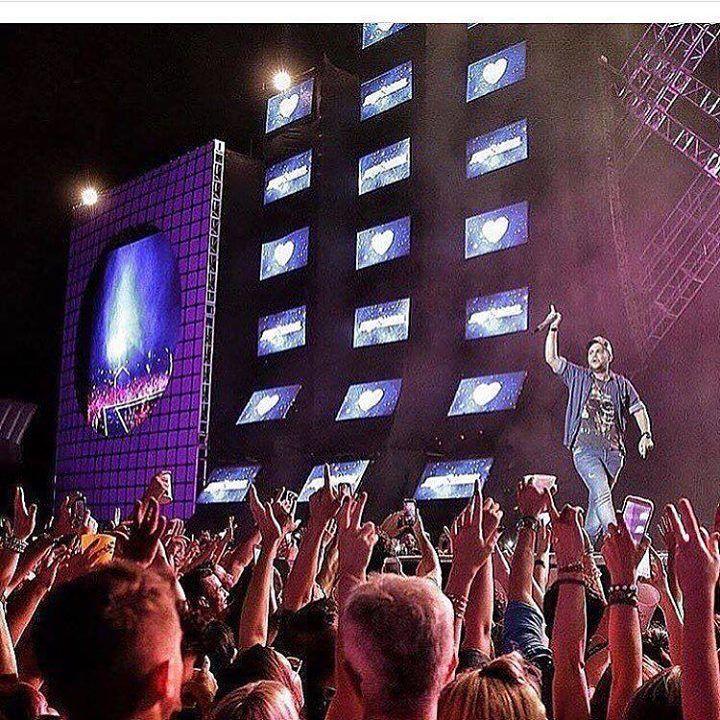 ÚLTIMOS INGRESSOS DE PRIMEIRO LOTE ! Dia 03/07(domingo) tem o maior festival do Brasil #VillaMixFestivalGoiania as 13 horas no Estacionamento do Estádio Serra Dourada.  . .Valores sujeitos à alterações sem aviso prévio: BACKSTAGE GOLDEN MIX:  Masculino: R$70000.  Feminino: R$45000 . - OPEN BAR COMPLETO: Whisky | Vodka | Espumante | Energético| Cerveja l Refrigerante l Suco | Água de Coco | Água. OPEN FOOD: Buffet de pratos quentes | Comida Japonesa | Salgados. - VILLA PRIME:  Masculino…