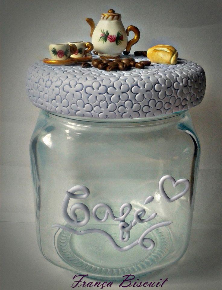 Pote de vidro, personalizado em biscuit de café/ açúcar.    ***Pode ser feito em outros modelos a sua escolha.  Como potes de feijão, mel, biscoitos, ração, entre outros.    Ótimo para presentear e para deixar sua cozinha muito mais atraente.    ***Preço refere-se a cada pote.