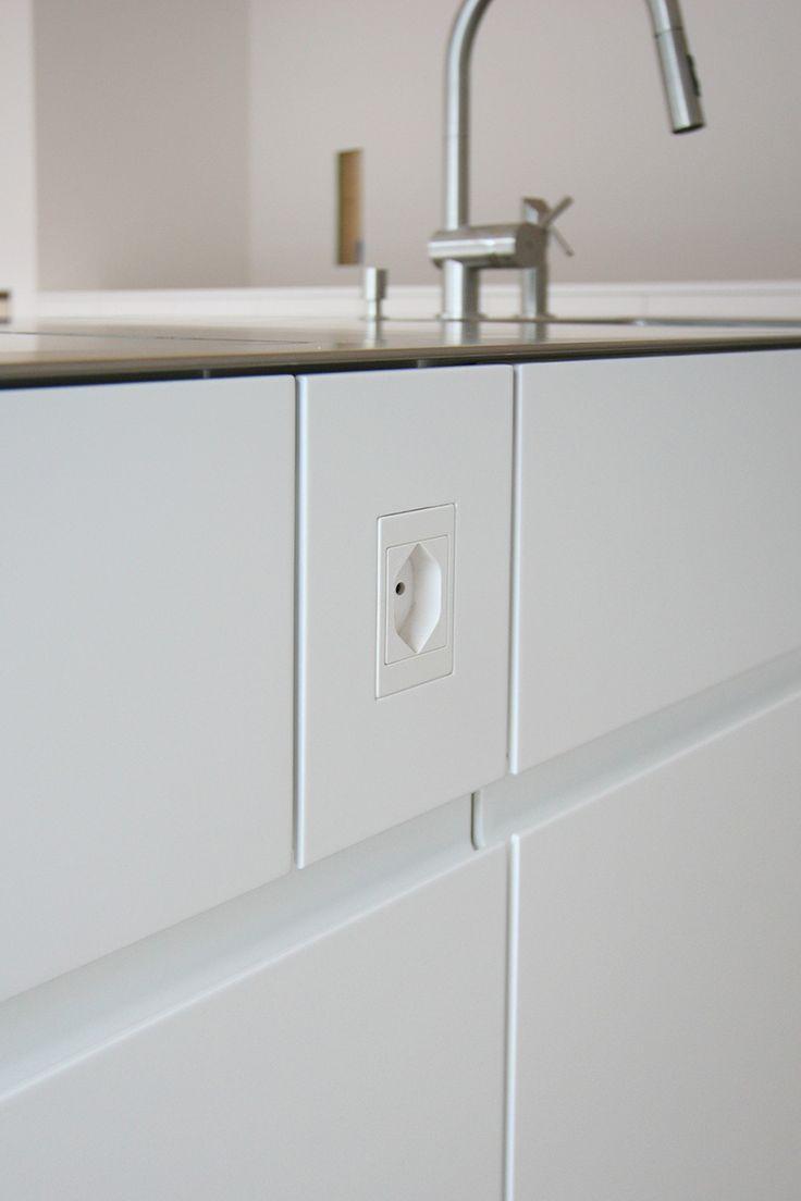 die 25 besten ideen zu steckdosen k che auf pinterest k cheneinrichtung schubladen aufladen. Black Bedroom Furniture Sets. Home Design Ideas