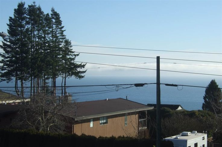 Main Photo: 13517 MARINE Drive in Surrey: Crescent Bch Ocean Pk. House for sale (South Surrey White Rock)  : MLS(r) # R2028929