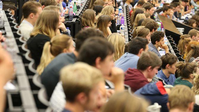 """Hoger onderwijs luidt alarmbel voor te dure """"eeuwige student"""""""