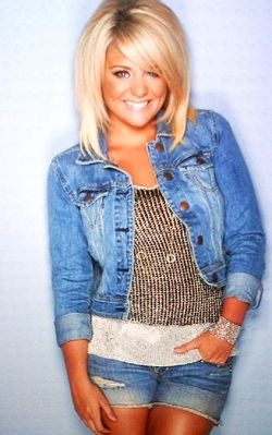 Lauren Alaina. love her hair. If I were to ever go short, this is what I would do!