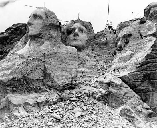 Mount rushmore in progress late 1930s american moments for Mount rushmore history facts