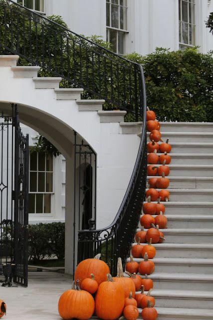 The pumpkin staircase....gorge.