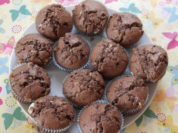 muffins mit kinderschokolade rezept kuchen normal. Black Bedroom Furniture Sets. Home Design Ideas