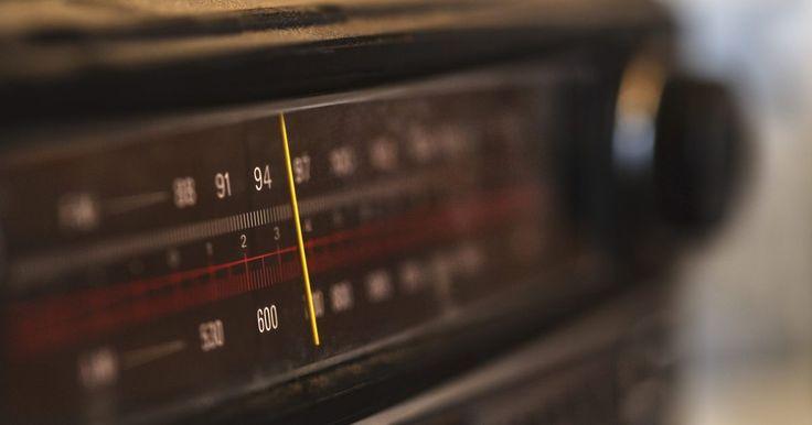Cómo reiniciar el código de una radio VW. Los Volkswagens tiene una característica antirrobo incluida en sus radios. Cada vez que apagas la radio y quitas la llave, aparece una luz roja titilando en la placa trasera en señal de que la radio está en modo antirrobo. Cualquiera que no conozca el código de la radio no podrá utilizarla si es quitada del auto. De todos modos, la radio también ...
