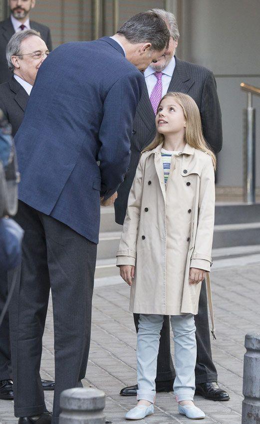 La infanta Sofía también disfruta de su primer partido de fútbol con su padre, el rey Felipe - Foto 1