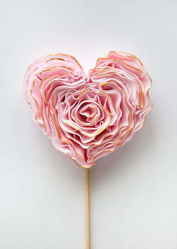 DIY Fondant Heart - beautiful decoration for cupcakes, a wedding cake or a sweet alternative centerpiece!