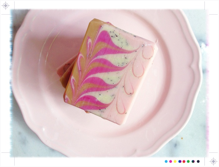 how to make a swirl in soapmaking
