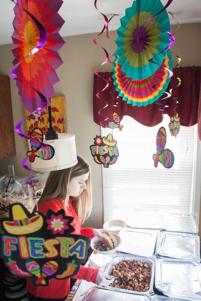Cinco de mayo party decorations, cinco de mayo party, easy party set up, mexican food party, taco party, fiesta themed party, fiesta