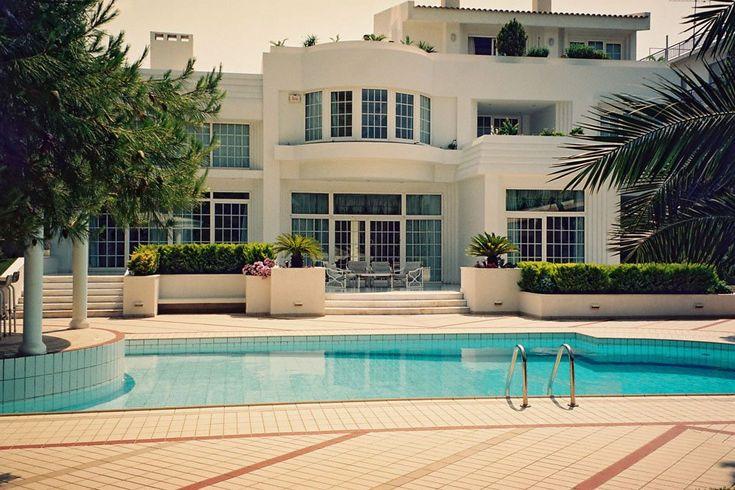 Τριώροφη κατοικία στη Γλυφάδα | vasdekis
