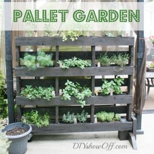 How to make a free standing pallet herb garden. could chalkboard paint for herb identification