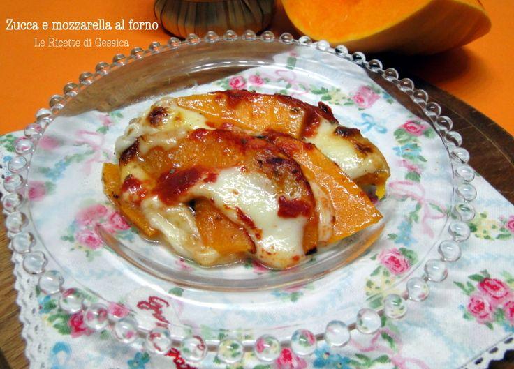 Un secondo piatto gustoso: zucca e mozzarella cotti al forno. La zucca sarà filante e condita con una salsa alla pizzaiola. Ricetta vegetariana. Ricetta di stagione.