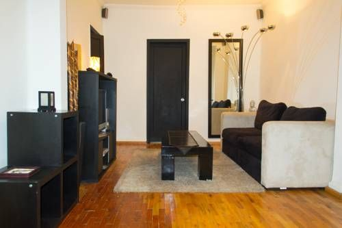 Apartment Condesa Mexico City Set in Mexico City, this apartment features free WiFi and a balcony. The apartment is 1.3 km from Chapultepec Castle.  The kitchen comes with an oven. A TV is available.  Castillo de Chapultepec - Museo is 1.