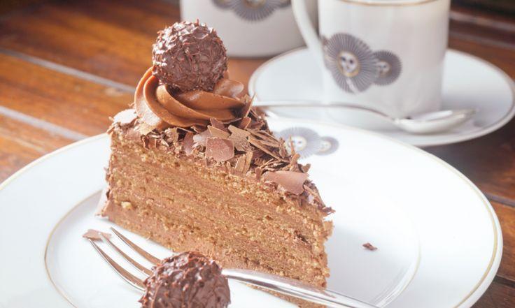 die besten 25 rocher torte ideen auf pinterest toffifee torte geburtstagstorte und rocher kuchen. Black Bedroom Furniture Sets. Home Design Ideas