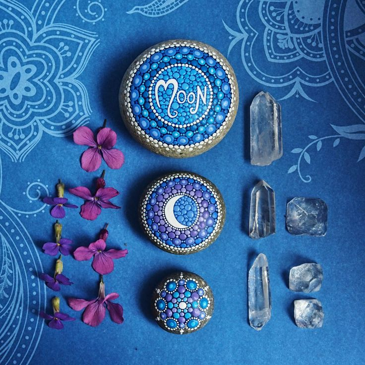 Elspeth McLean giveaway // painted stones -I love the decor! The painted stones…